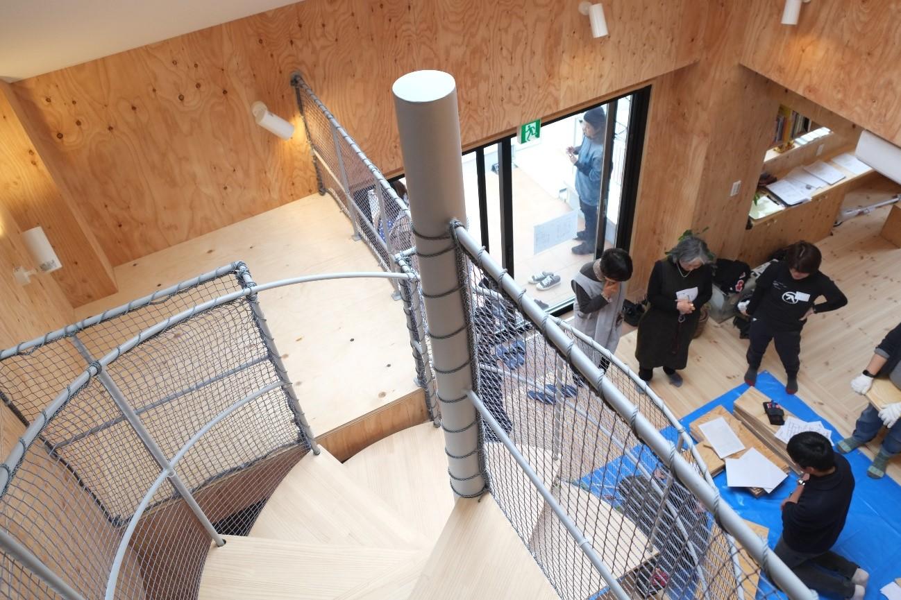 3階:吹き抜け部分階段と踊り場フリースペース